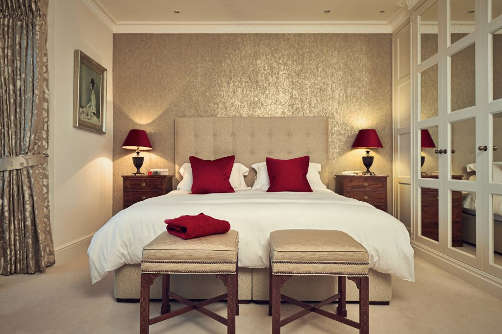 Small Master Bedroom Decorating Ideas - Club Rockley